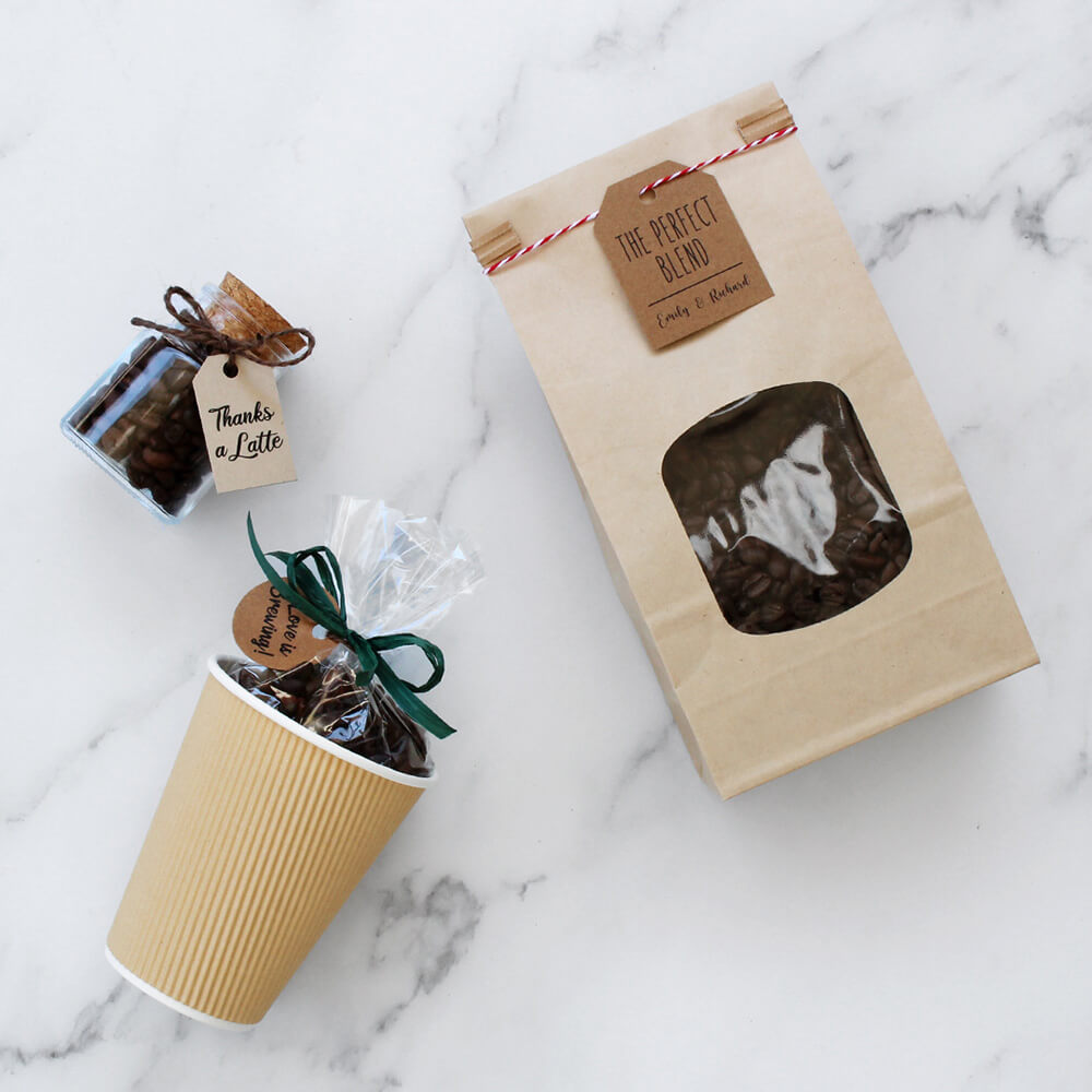 Disposición plana de 3 vías del paquete de café.